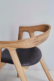 Umthi dining chair in Oak, Meyer Von Wielligh, europ, spain, france, portugal, african dining chair, solid wood dining chair, sustainable furniture, art, collectible