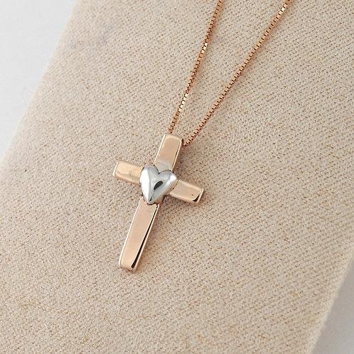 Cruz con corazón y cadena