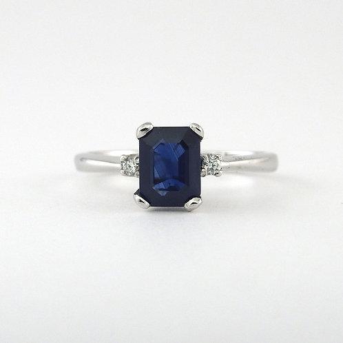 Natural sapphire & diamonds- three stone