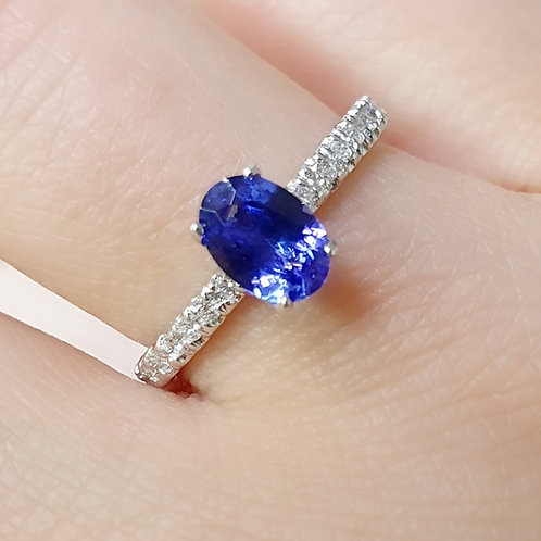 Oval tanzanite & diamonds