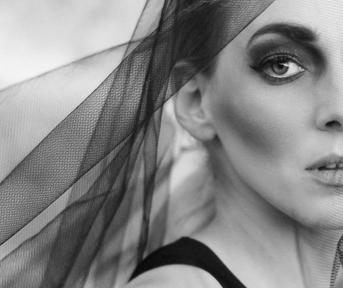 Juli Horányi / Singer
