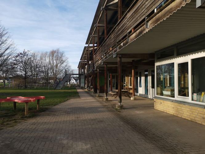Schulhof Primarstufe.jpg