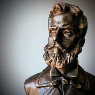 Статуетка на Христо Ботев, дарена на ГК-Торонто от инж. Ганарев и инж. Дервенска