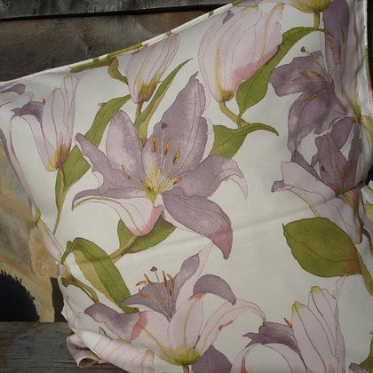 Cushion Lilies 4, Handpicked Collection