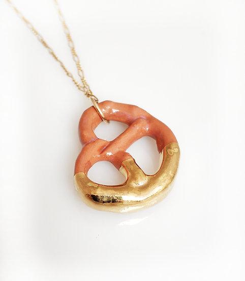 Pretzel necklace Eden Hevroni Holiday Gift Dish שרשרת בייגלה חום דמוי צבע אמיתי