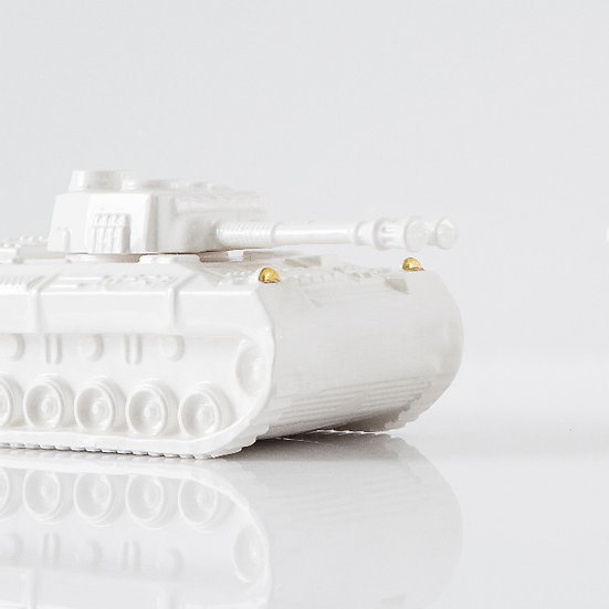 Tank sculpture in ceramic With touch of Gold 12k