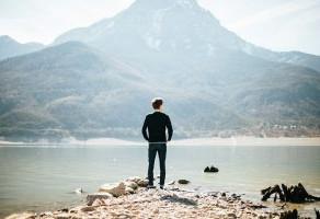 Jovens profissionais: Entre tantas opções, como escolher que carreira seguir? - Por Carola Magnabosc