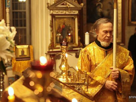Поздравление клириков нашего храма диакону Иоанну Петрову с 80-ти летием