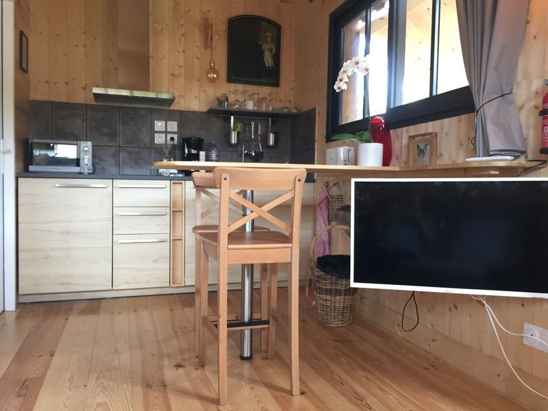 Coin salon avec télévision en Wifi