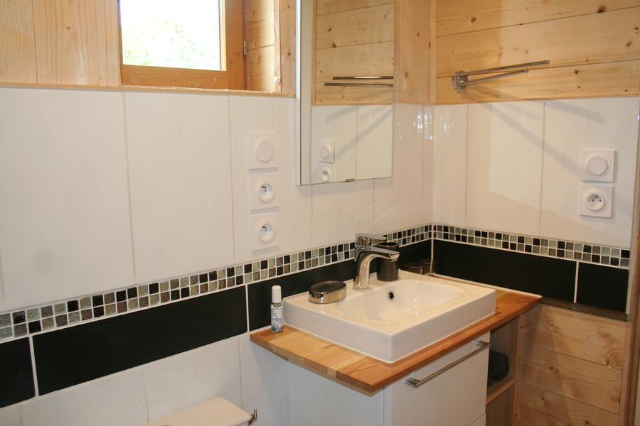 Salle d'eau avec douche italienne en 140