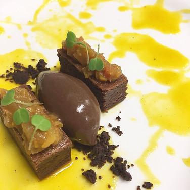 Pimento amarelo fumado, chocolate negro, pimenta timut e gengibre