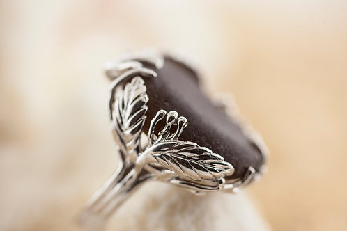 Elegant Brown Seaglass Cocktail Ring with Leaf Motif