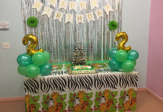 Green Theme: Parent brought their own animal decorations