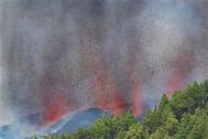 الحمم البركانية تلتهم أكثر من 100 منزل في جزيرة لا بالما الإسبانية
