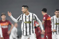 يوفنتوس يضرب روما بثنائية ويقترب من صدارة الدوري الإيطالي