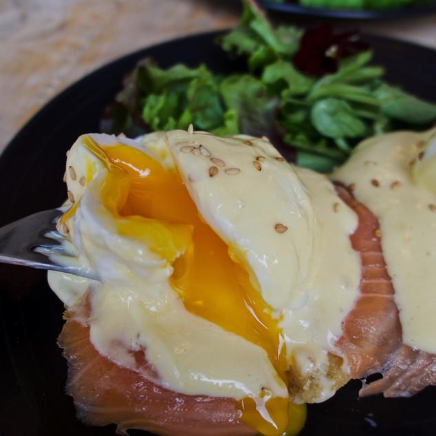 Huevos benedictinos con salmón