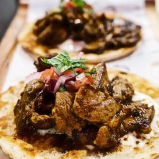 Tacos árabes con cordero y pan pita
