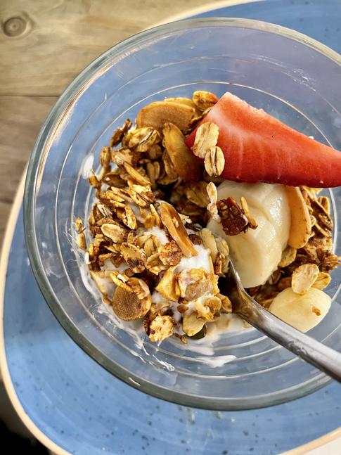 Muesli, yogur y fruta