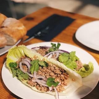 Tacos de boloñesa oriental