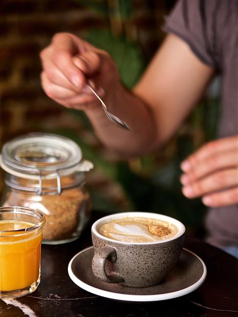 Café con leche y panela
