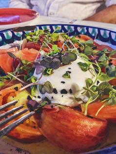 Ensalada de tomate y burrata