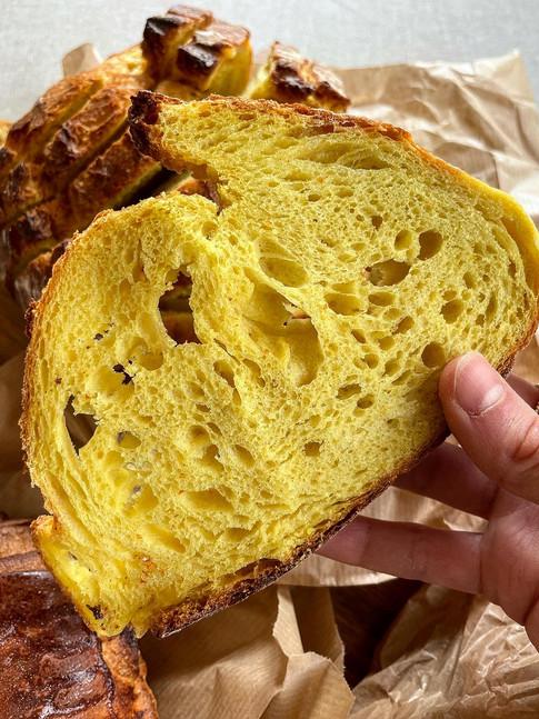 Pan de maíz y cúrcuma