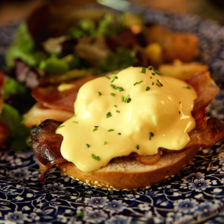 Huevo Benedictino con bacon