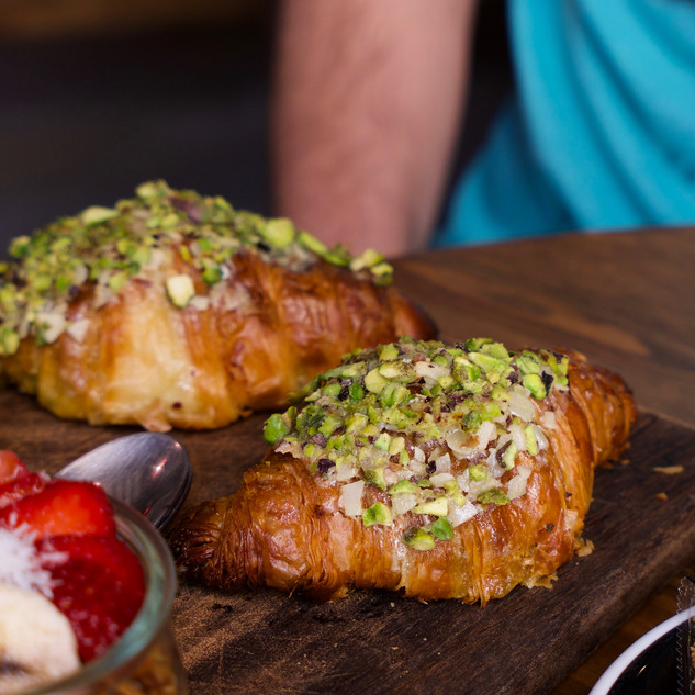 Croissant con matcha y pistacho (Bakery)
