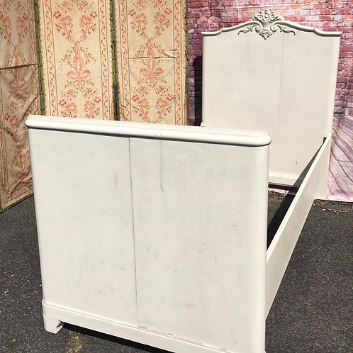 ANTIQUE CHILDRENS SINGLE BED
