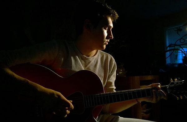 Perfil-con-guitarra_formato.jpg