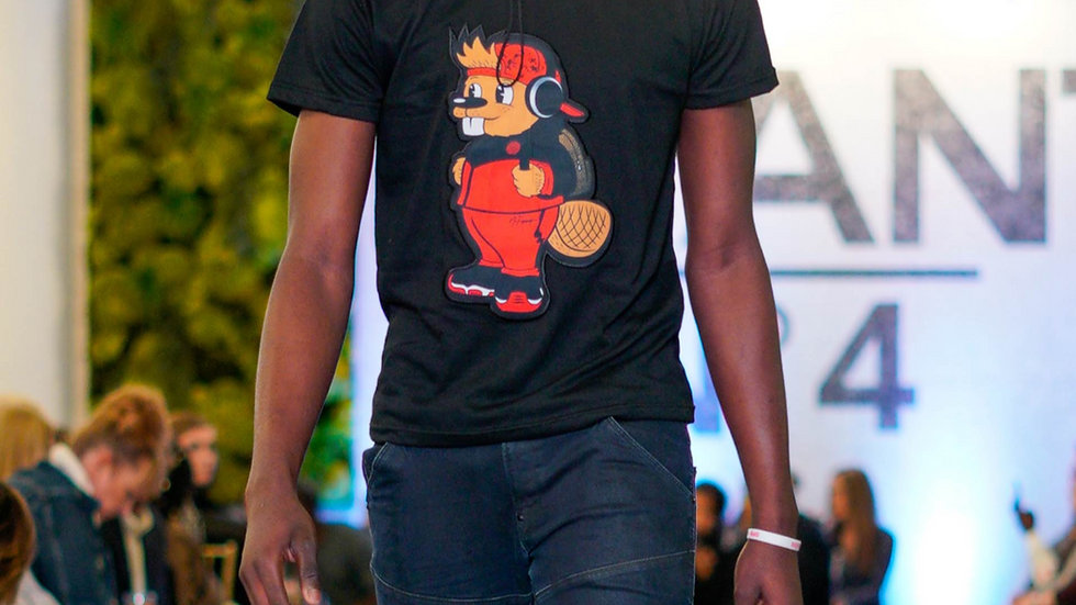 BLACK QUIRK PATCH TEE