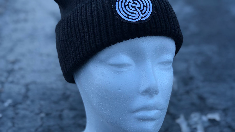 BLACK KNITTED NFP SKULLY