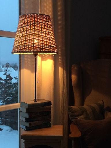 Korblampe, geflochtener Lampenschirm, Lampe geflochten, die Flechterei, Korbflechterei Bayern, Lampenflechterei