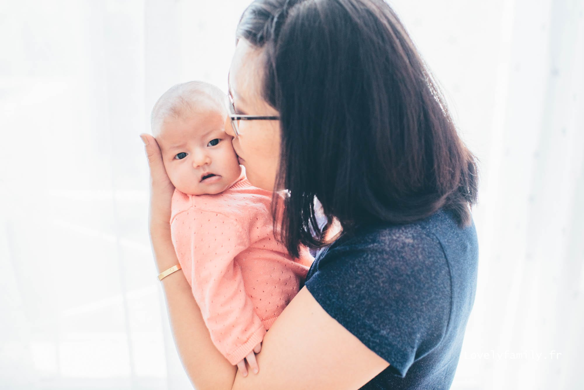 lovelyfamily-photographe-bebe-paris-maman