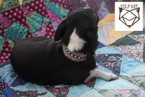 Collier coloris rose-noir-beige pour chien / chat avec pierres thérapeutique