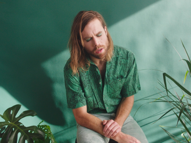 """MUSIC VIDEO: """"CHASING THE FALL ACOUSTIC"""" BY THE DARCYS"""