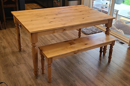 Country Style Turned Leg Table in Solid Alder