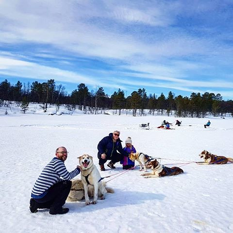 Dog sledding tour with these two sporty