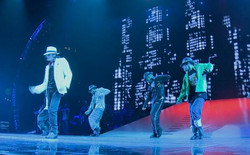 Shannon Holtzapffel in This Is It wi