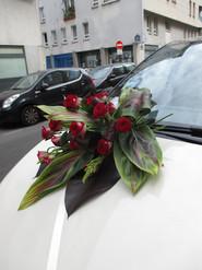"""Décoration voiture""""une bouquet de roses rouges"""""""