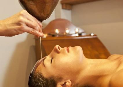 "Massage indien de la tête "" Shiroabhyanga """