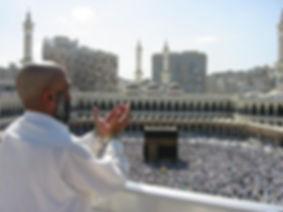 1280px-Supplicating_Pilgrim_at_Masjid_Al