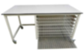 Mobile table with mesh wire drying racks