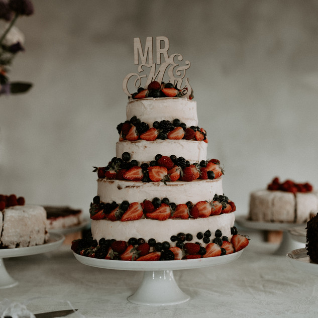 Naked Fruit Weddingcake