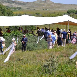 Huwelijk in het duin onder een tent