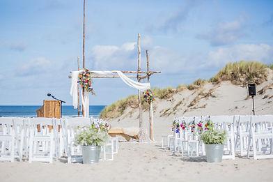 Bruiloft ceremonie strand.jpg