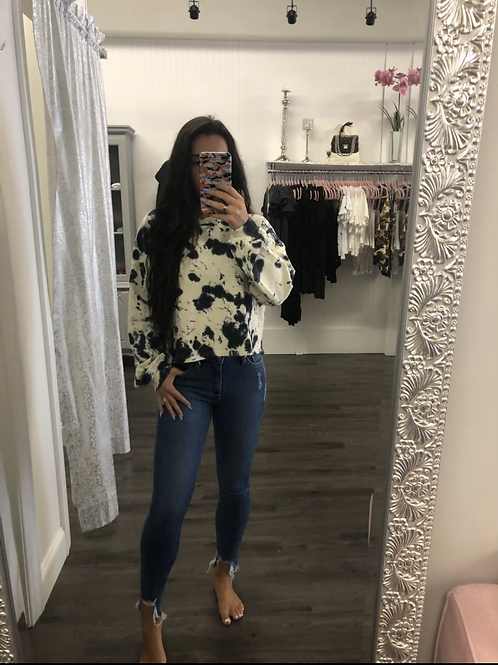 Mid Rise Frayed Hem Jeans