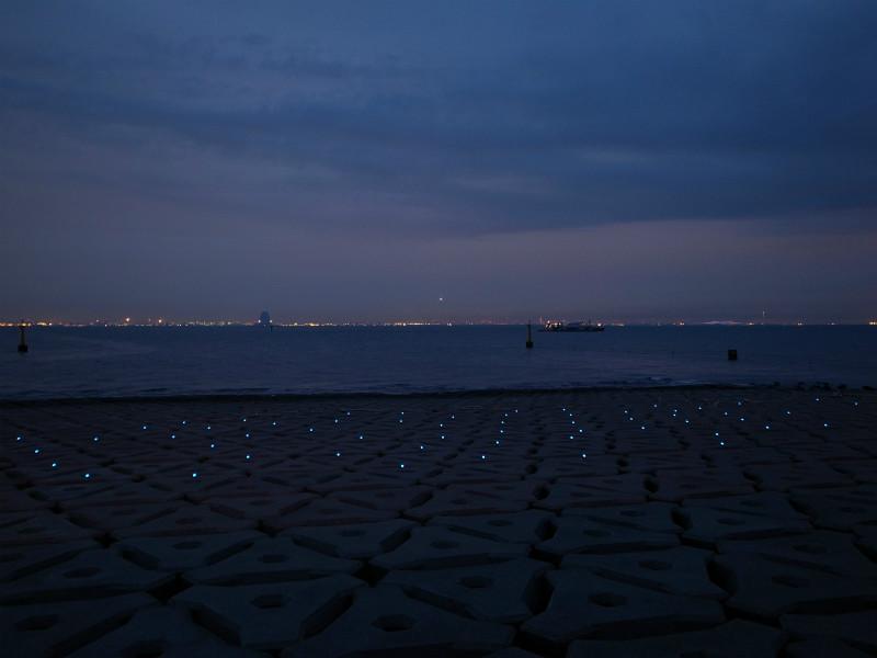 海ほたる ソーラーブリック