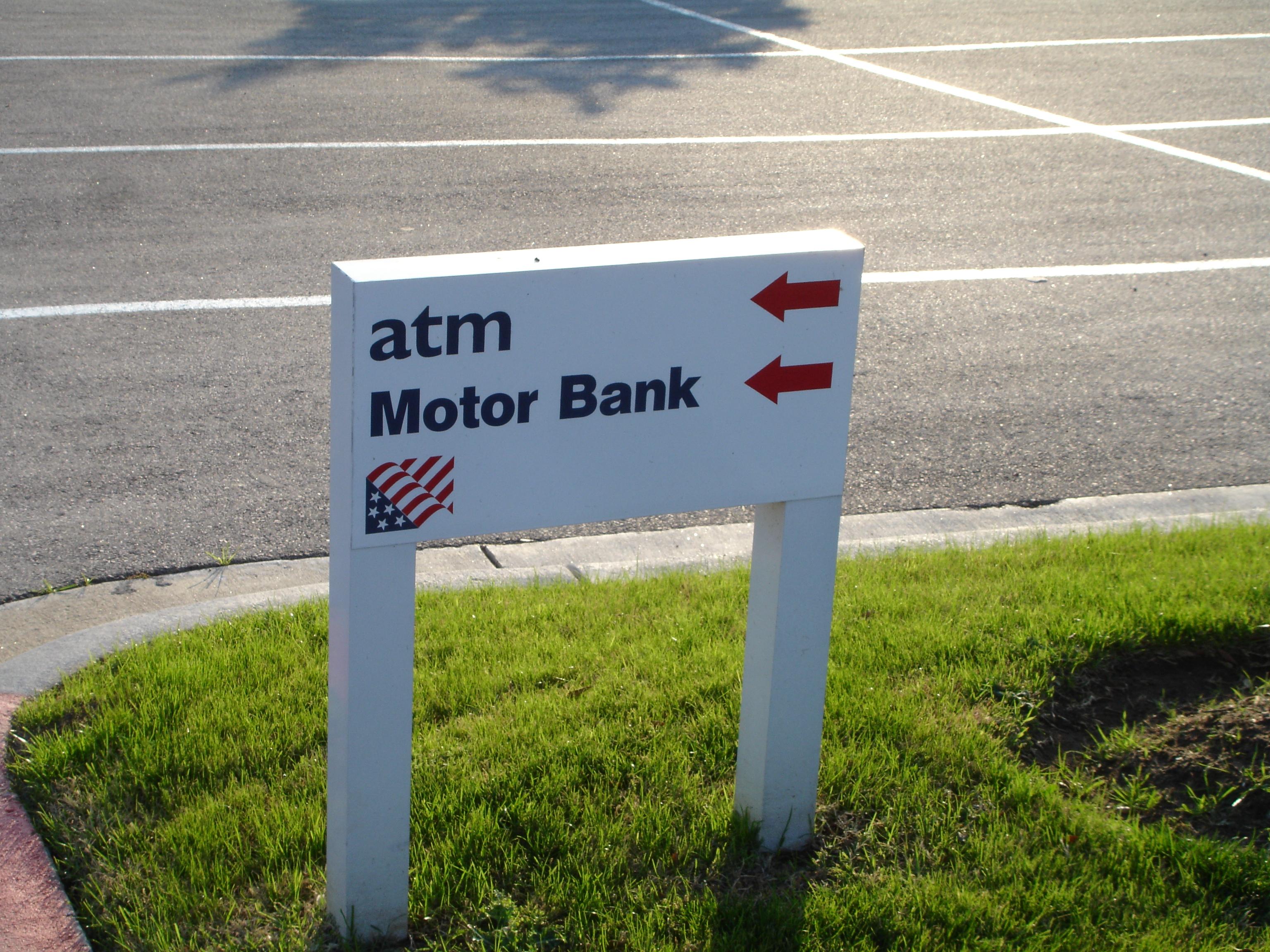 American Bank of Texas Parking Lot Directional 1.JPG