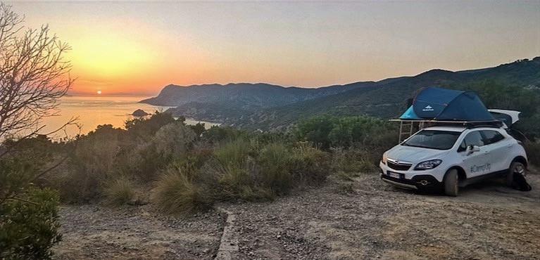 tramonto sul mare e auto camperizzata CampUp